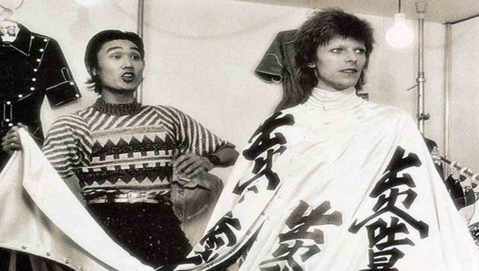 Kansai Yamamoto, el diseñador que vistió a David Bowie