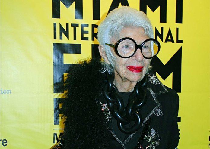 Iris Apfel, la leyenda fashion del diseño cumplió 99 años