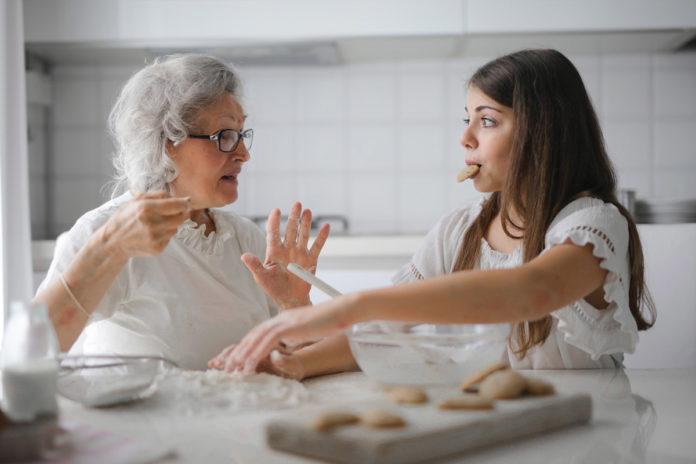 Evitar reuniones familiares disminuye contagios de Covid-19, revela estudio