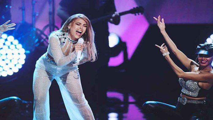 Así cantó Danna Paola 'Como la flor' de Selena (VIDEO)