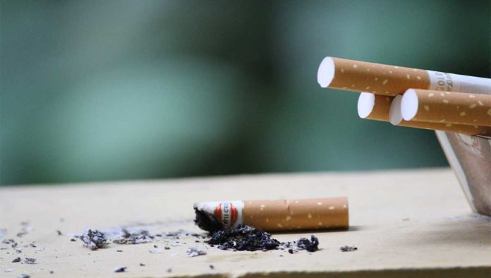 Fumadores tienen doble riesgo de morir por COVID-19