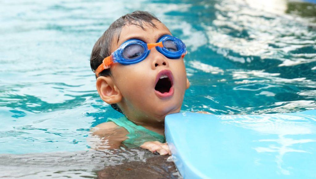 nadar pexels porapak apichodilok 1200x680ok 26 octubre 2020 ¿Cuál es la mejor edad para comenzar a nadar?