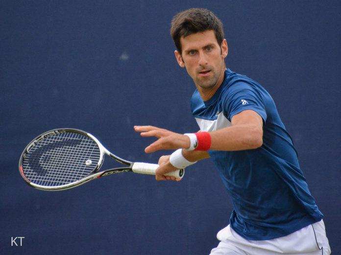 Djokovic, descalificado del US Open por darle un pelotazo a una juez de línea