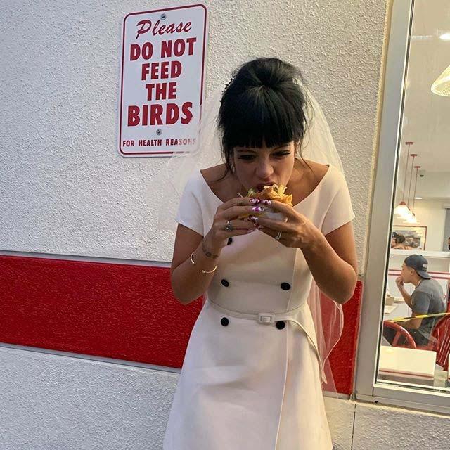 Lily Allen se casó al estilo Las Vegas