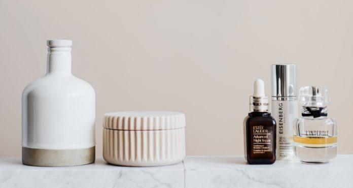 ¿Podrías contagiarte de Covid-19 usando cosméticos?