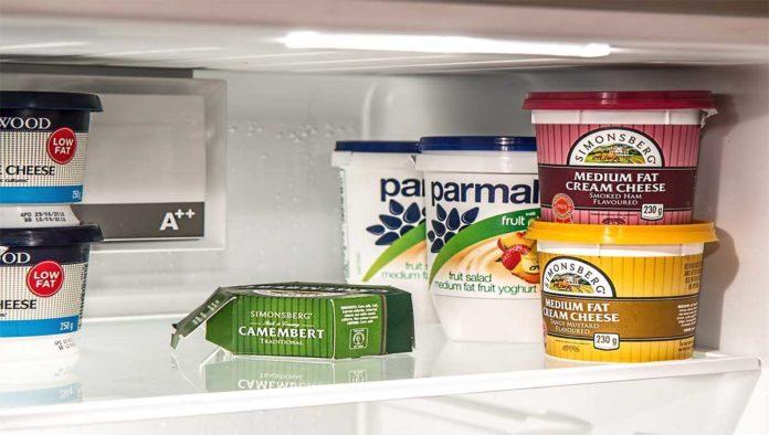 Por qué NO debes de reusar envases de yogurt ni bolsas herméticas