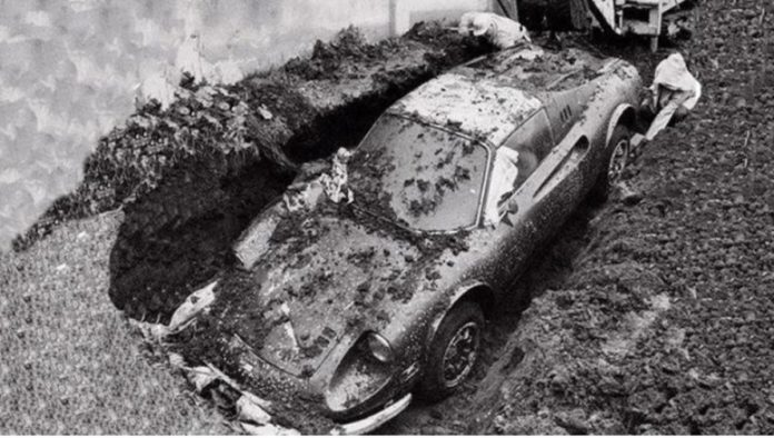 Ferrari enterrado