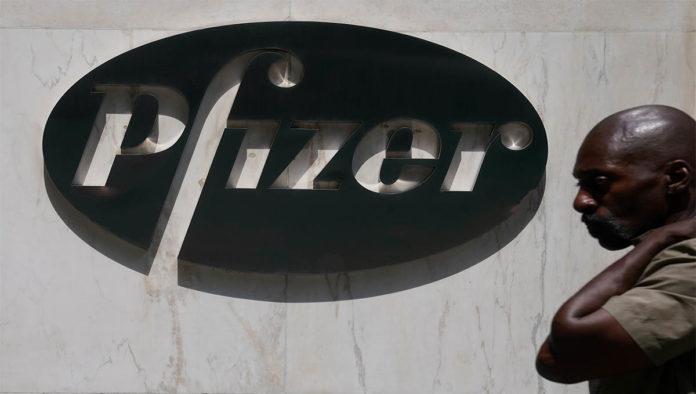 Trump sugiere que Pfizer terminaría primero vacuna contra COVID-19