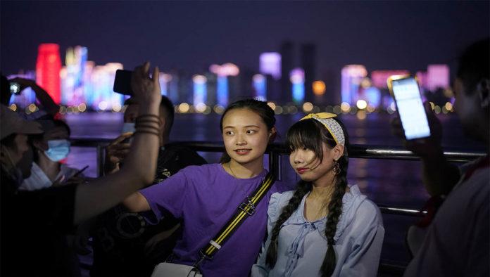 Wuhan festeja en bares mientras Esoaña suma 11 mil contagios en un día