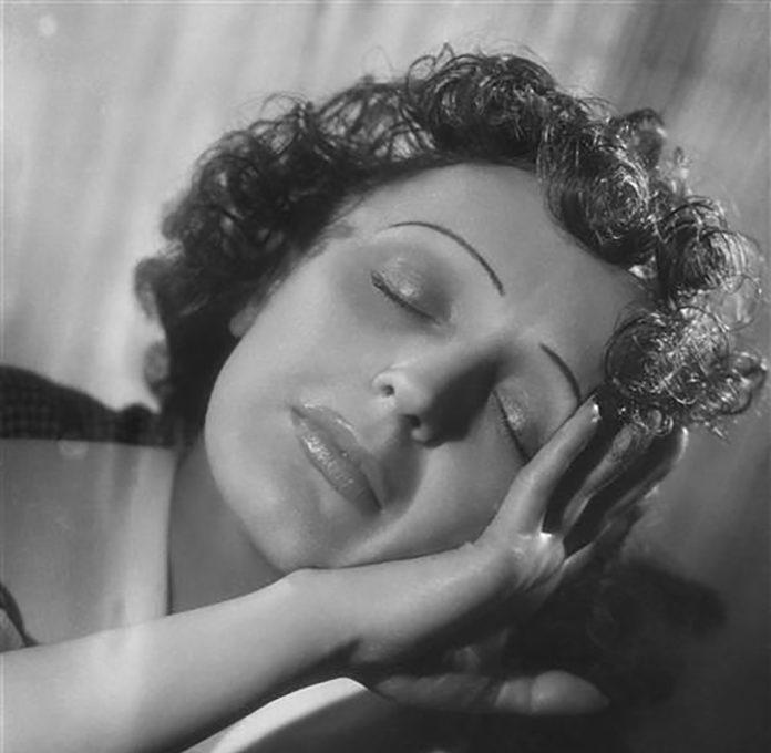 Edith Piaf Ave Frágil Canto triste Salud mental adicciones
