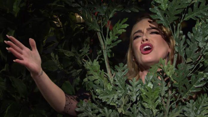 Adele bromeó sobre su pérdida de peso en Saturday Night Live Show