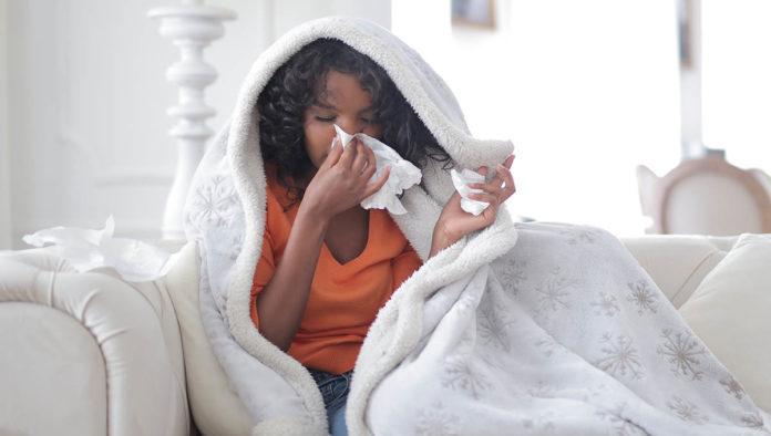 ¿Cómo diferenciar entre COVID-19 y alergias estacionales?
