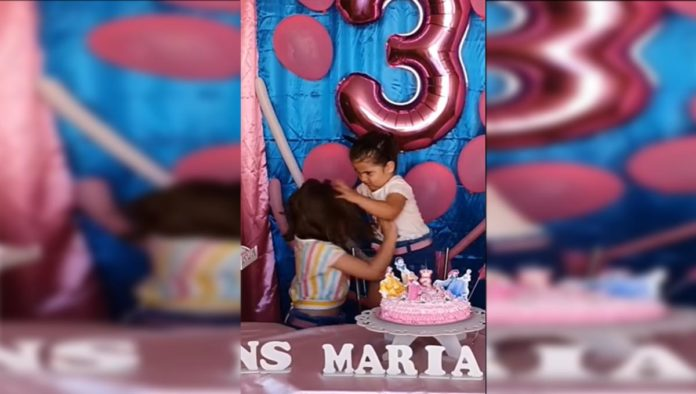 Niña se vuelve viral luego de que le arruinan el cumpleaños (VIDEO)
