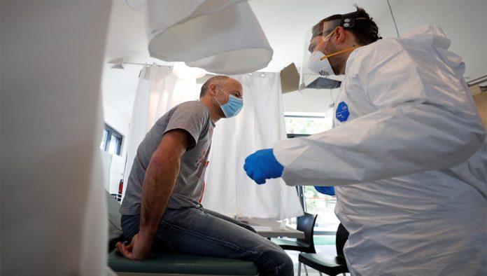 Vacuna de AstraZeneca genera inmunidad en población vulnerable: estudio