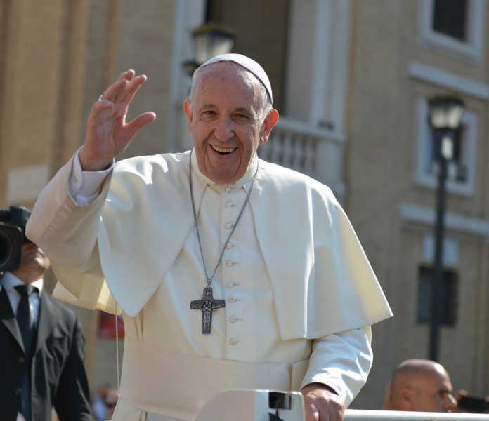 Papa Francisco pide no caer en la fiebre consumista tras la pandemia
