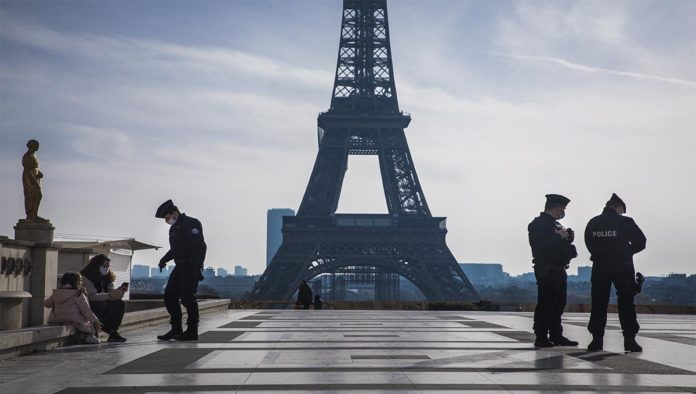 Francia dará vacunas gratis y analiza relajar medidas sanitarias