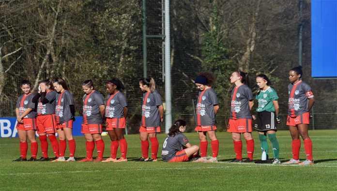 Amenazan a jugadora que protestó en minuto de silencio para Maradona