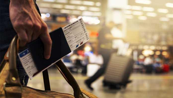 Proponen crear Travel Pass para verificar vacunación y salud de viajeros
