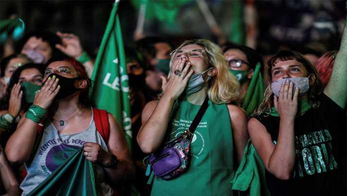 Argentinas celebran despenalización del aborto