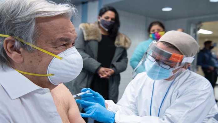 António Guterres, secretario general de la ONU, recibe vacuna contra COVID-19