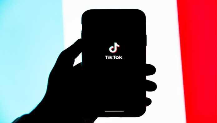 Muere niña de 10 años por hacer reto viral de TikTok