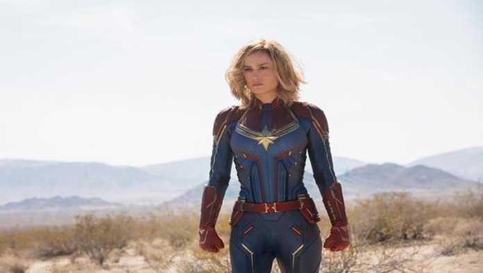 Brie Larson, interpretando a Captain Marvel