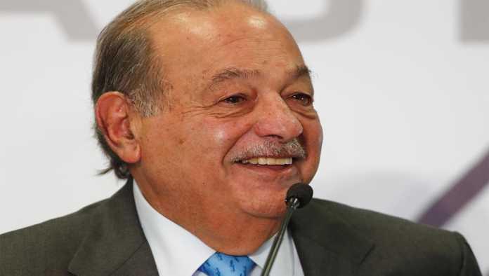 Carlos Slim se recupera del COVID-19 en casa