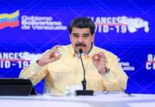 Nicolas Maduro presenta gotitas milagrosas de Carvavitir
