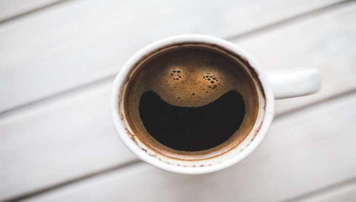 ¿Qué le pasa a tu cuerpo cuando bebes cafeína en exceso?