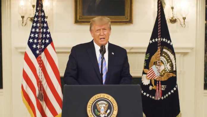 Donald Trump envía mensaje por Twitter
