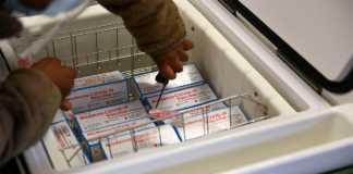 Congeladora donde se guardan vacunas de Moderna