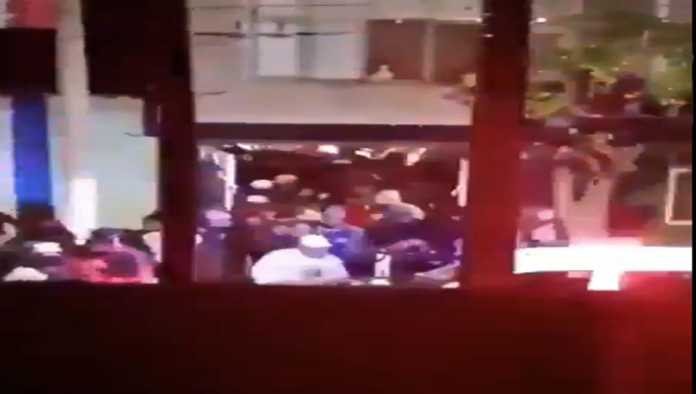 VIDEO: Más de 100 jóvenes fueron desalojados de fiesta clandestina en Chimalhuacán