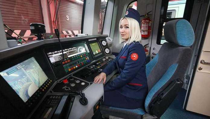 Una de las primeras mujeres conductoras del Metro de Moscú