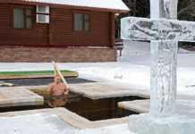 Putin realiza la Epifanía en aguas heladas