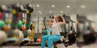Thalía practicando su rutina de ejercicio