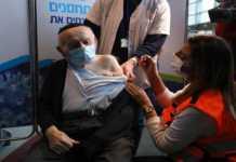 Aplican vacuna contra COVID-19 a hombre en Israel