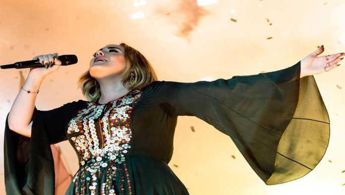 Adele no podrá escribir sobre su divorcio, tras acuerdo con su ex