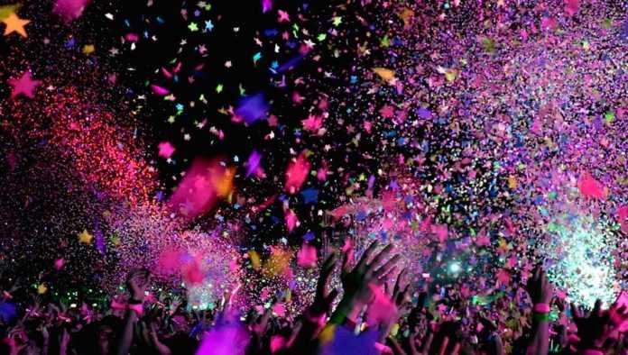 Francia fiesta masiva con más de 100 personas