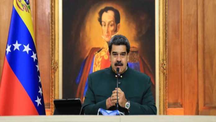 Maduro denuncia censura de Facebook por video de carvativir; prepara red social