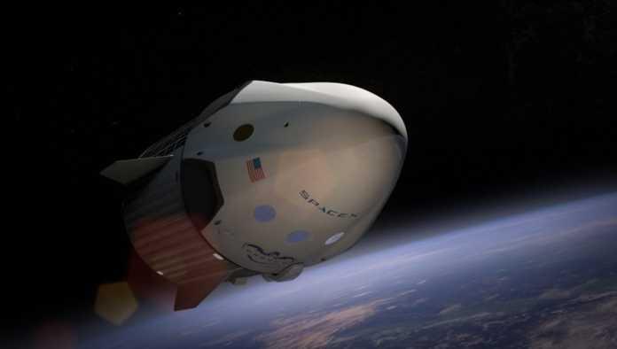 Elon Musk planea iniciar turismo espacial este mismo año