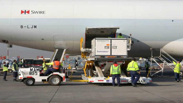 Primer cargamento de CoronaVac que llega a México