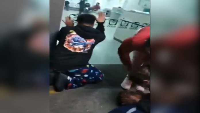 IMSS rechaza haber negado atención a hombre que murió afuera del Magdalena de las Salinas