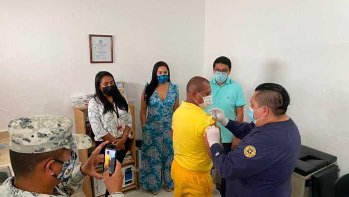 Cereso de Cozumel, el primero en México en aplicar vacuna contra Covid-19 a adultos mayores presos