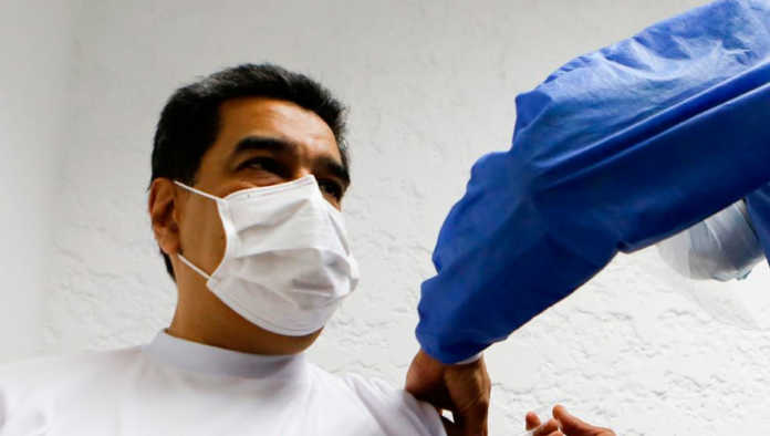 Recibe Maduro la primera dosis de vacuna Sputnik V contra Covid-19