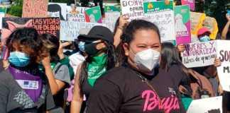 Marchan en El Salvador