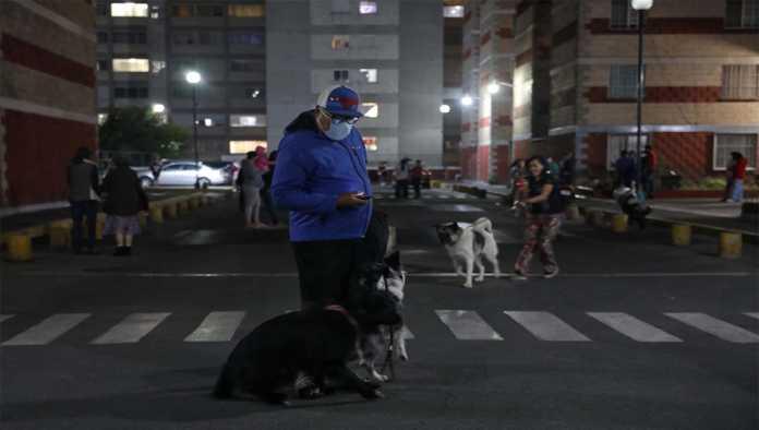 Hombre que salió de casa tras activarse alerta sísmica