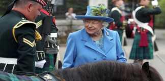Reina Isabel II parte de la Familia Real
