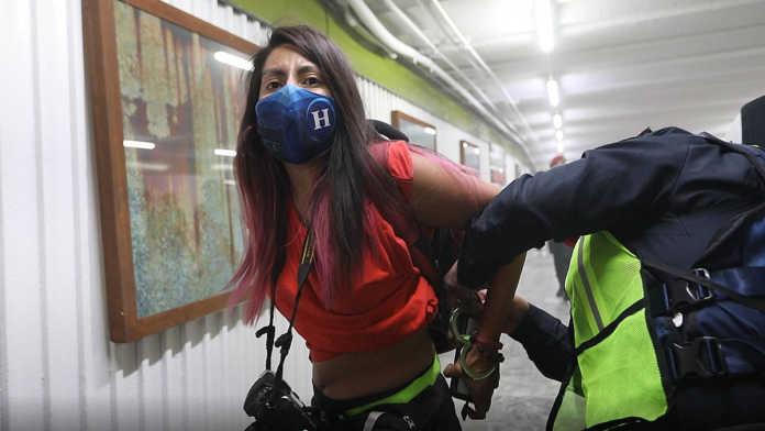 Van 4 denuncias por agresiones contra fotoperiodistas en la marcha #8M