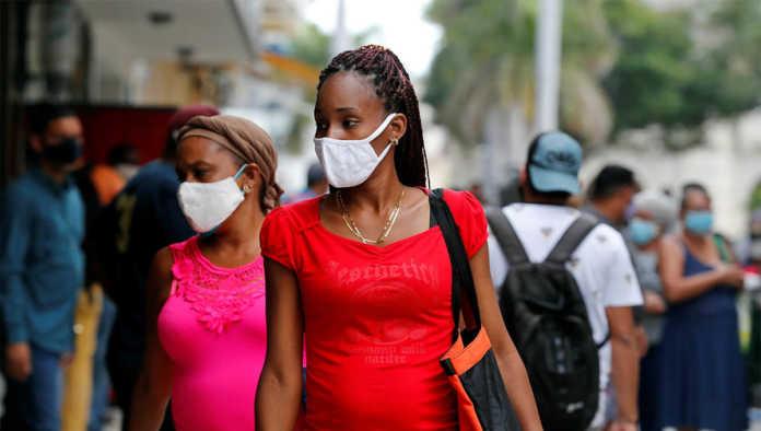 Mujer que se cuida en la pandemia de Covid-19