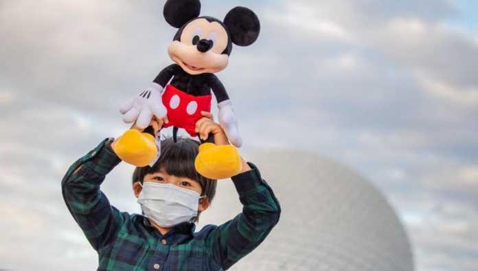 Un niño en Disneyland